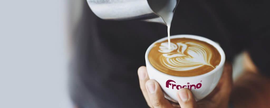 Cappuccino, recette, latte art décoration mousse, Fracino machine à café professionnelle importateur France.